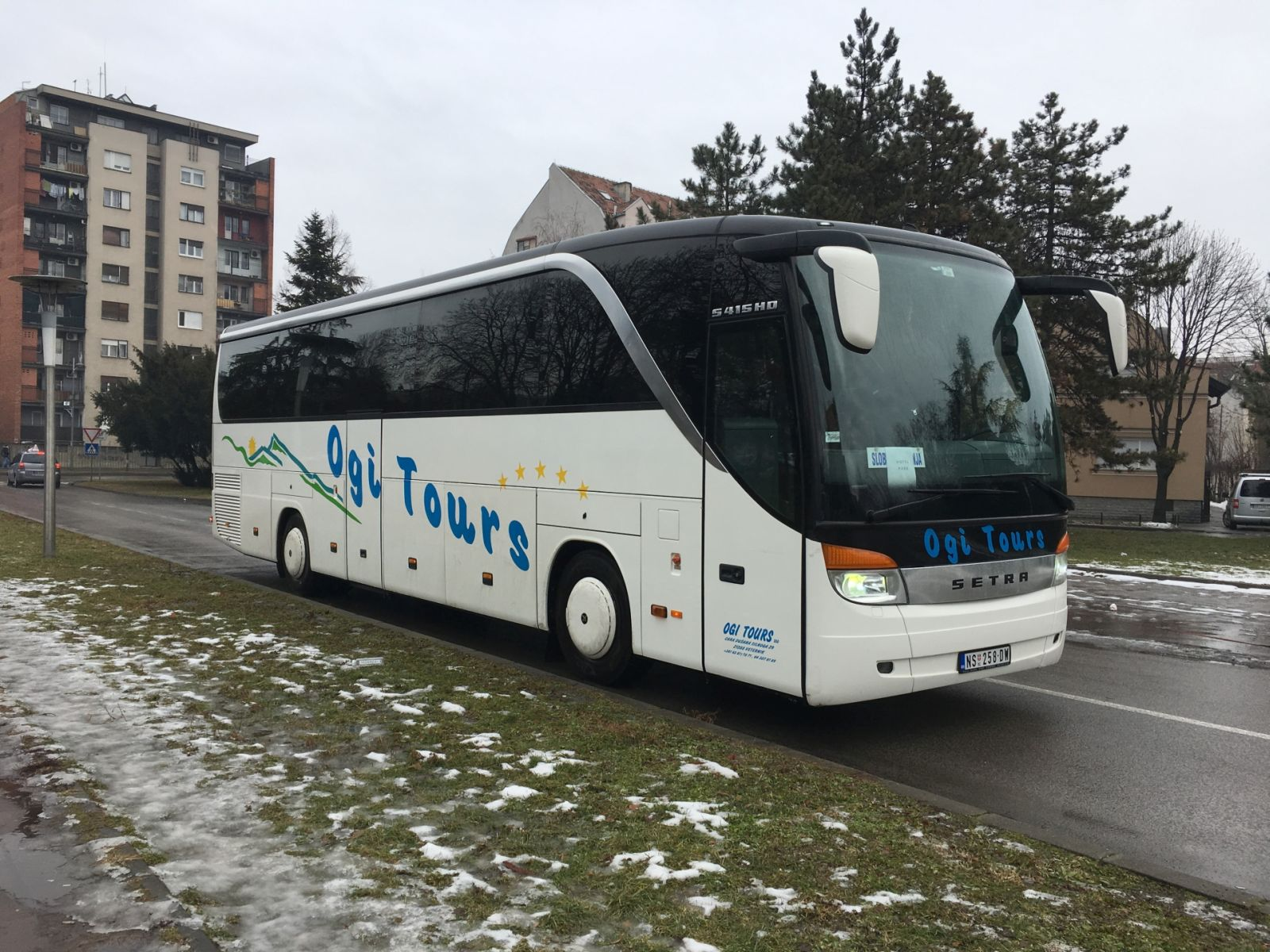 SETRA S415 HD 49+2